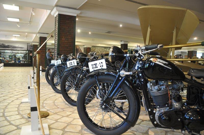 Motorräder ` Izh-` 40 IES des Jahrhunderts XX im Museum der Technologie Vadim Zadorozhny Arkhangelskoe, Moskau-Region, Russland lizenzfreie stockfotos