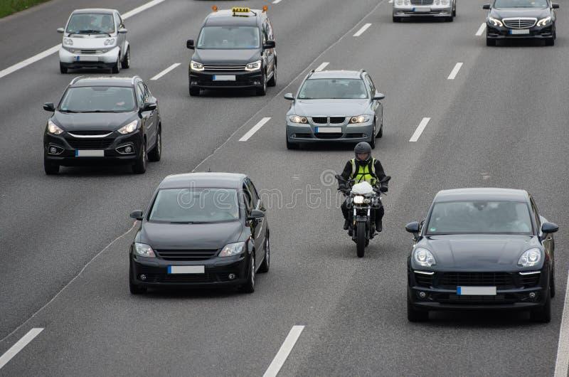 Motorrad auf Datenbahn stockfotografie