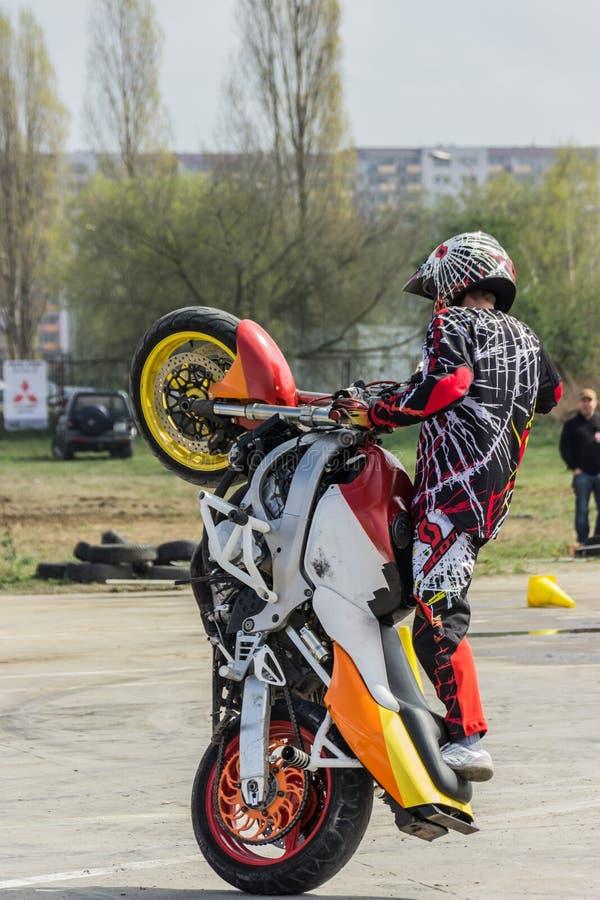 Motorradbremsungen, Zeigung in MTS Szczecin stockbild
