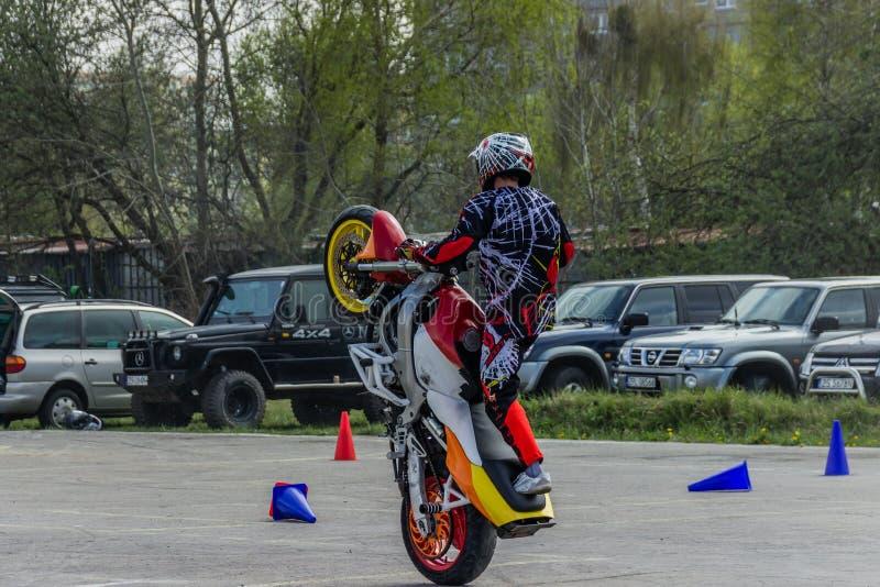 Motorradbremsungen, Zeigung in MTS Szczecin lizenzfreies stockbild