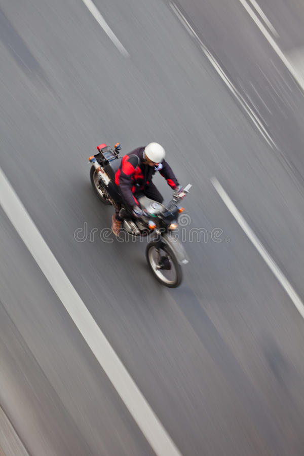 Motorrijder in motie royalty-vrije stock fotografie