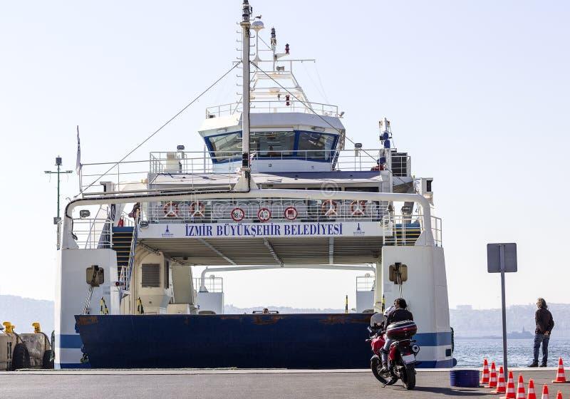 Motorrijders die op Veerboot wachten stock afbeeldingen