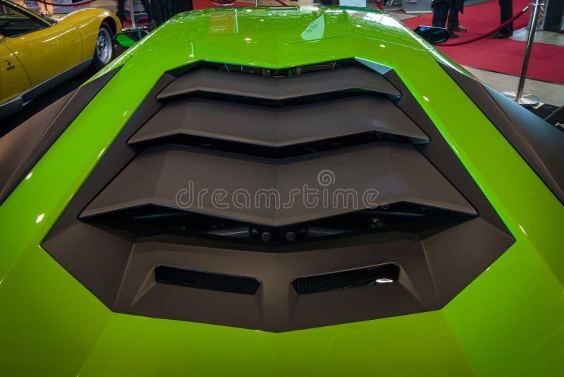 Motorrummet av mitt--engined sportbilLamborghini Aventador LP 750-4 SuperVeloce, 2016 arkivfoton