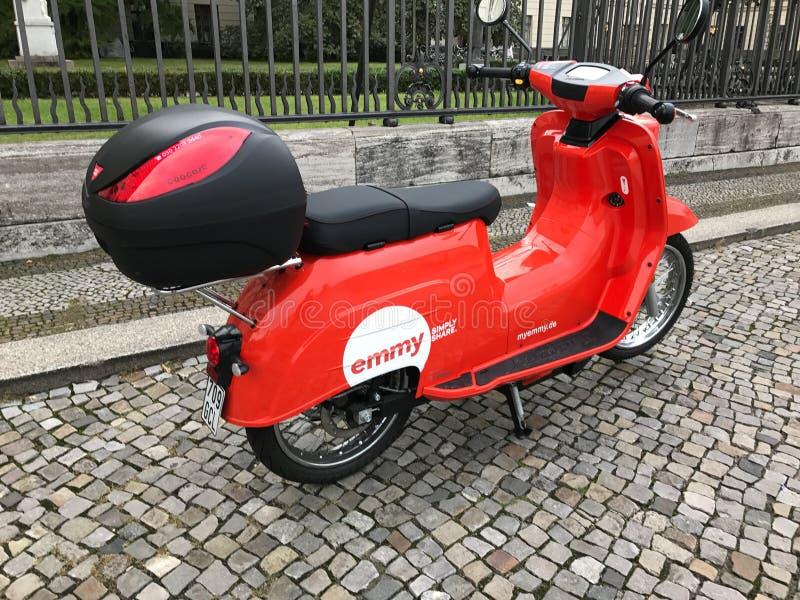 Motorscooter compartido premio Emmy, Berlín, Alemania imagen de archivo libre de regalías