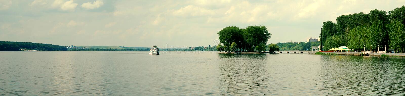 Motorship στις λίμνες 2 στοκ εικόνα με δικαίωμα ελεύθερης χρήσης