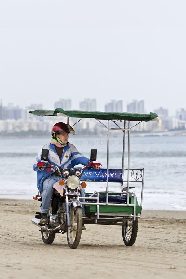 Motortax en la playa en Sanya, isla de Hainan, China foto de archivo