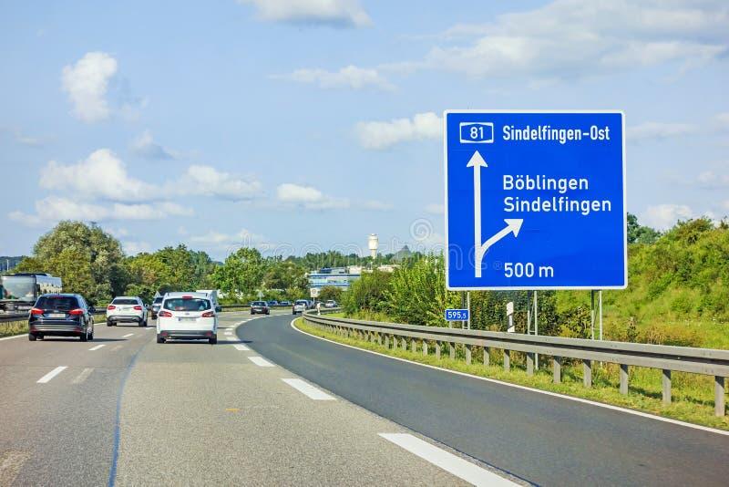 Motorvägvägmärke på autobahnen A81, Boeblingen/Sindelfingen arkivbild