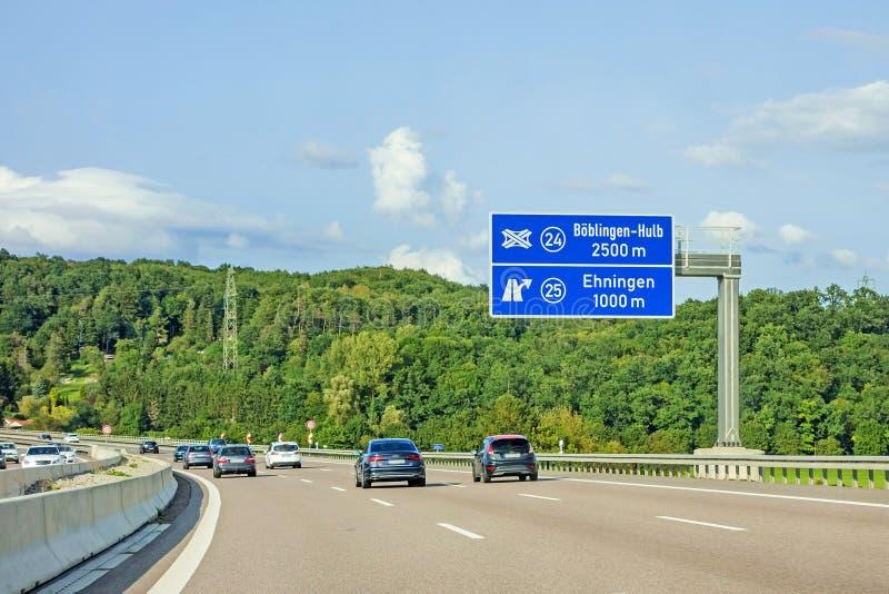 Motorvägvägmärke på autobahnen A81, Ehningen/Boblingen-Hulb arkivbilder