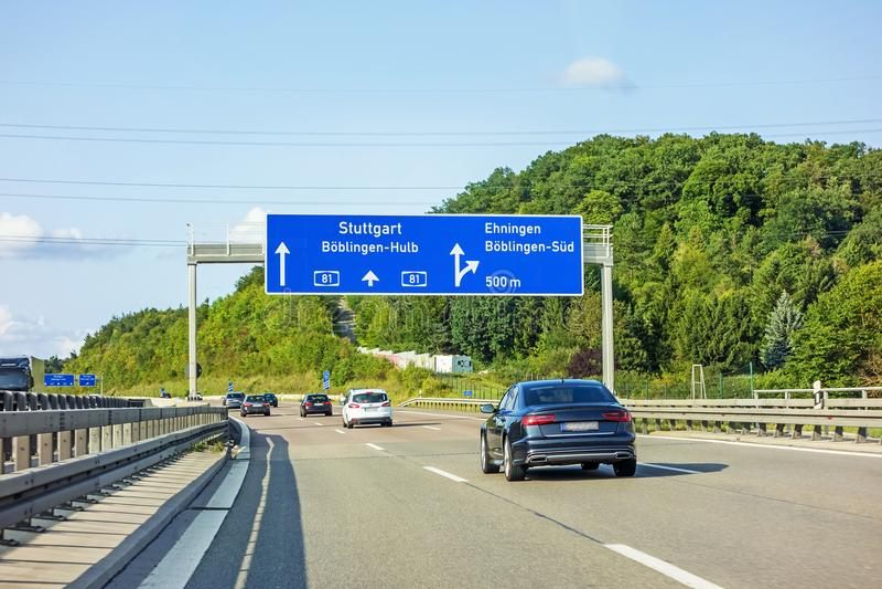 Motorvägvägmärke på autobahnen A81, Ehningen/Boblingen-Hulb royaltyfria foton
