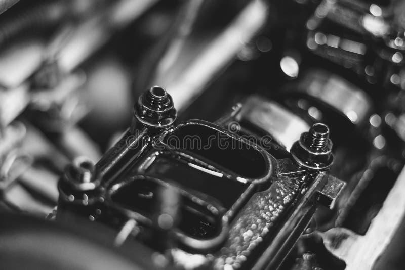 Motorventil i olja royaltyfri foto