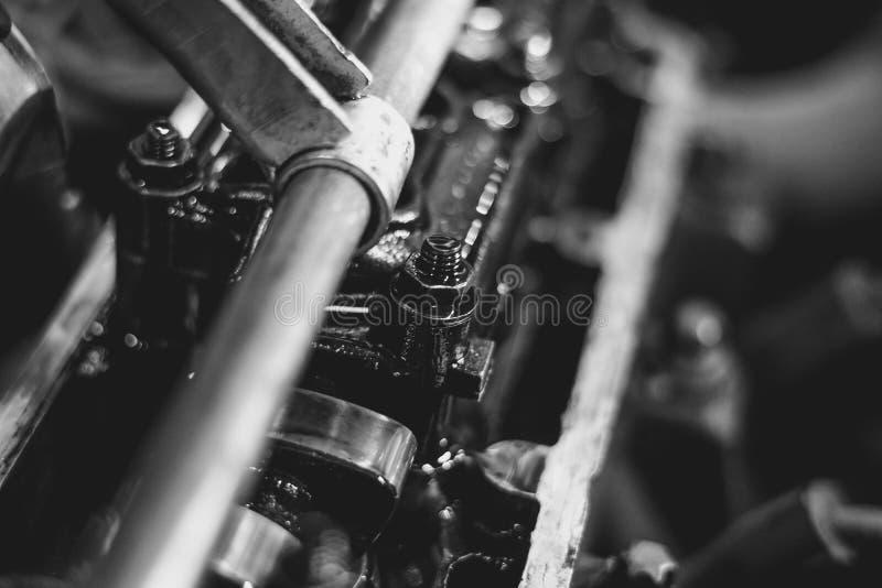 Motorventil i olja arkivfoton