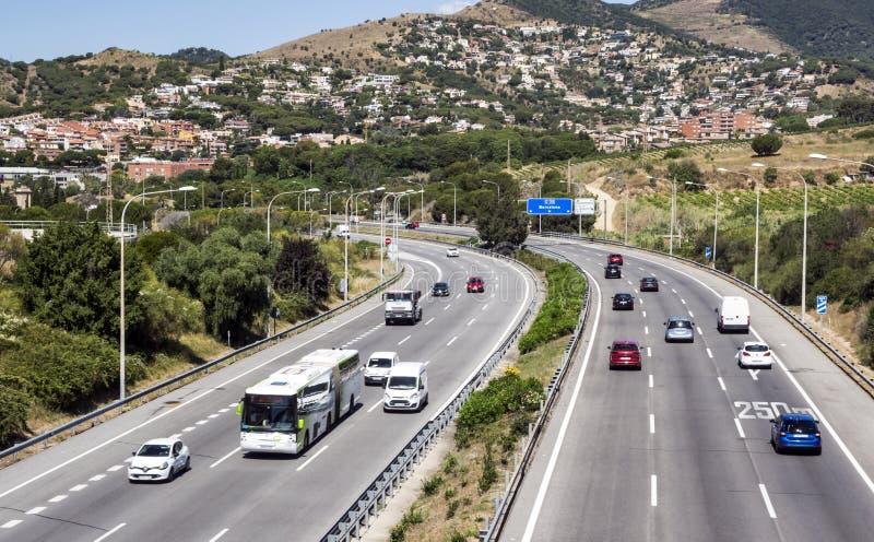 Motorway med att cirkla för bilar arkivbild