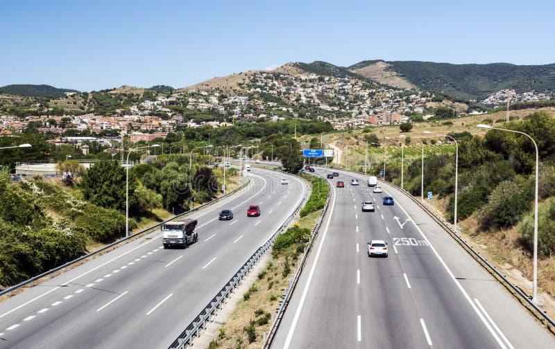 Motorway med att cirkla för bilar royaltyfria bilder