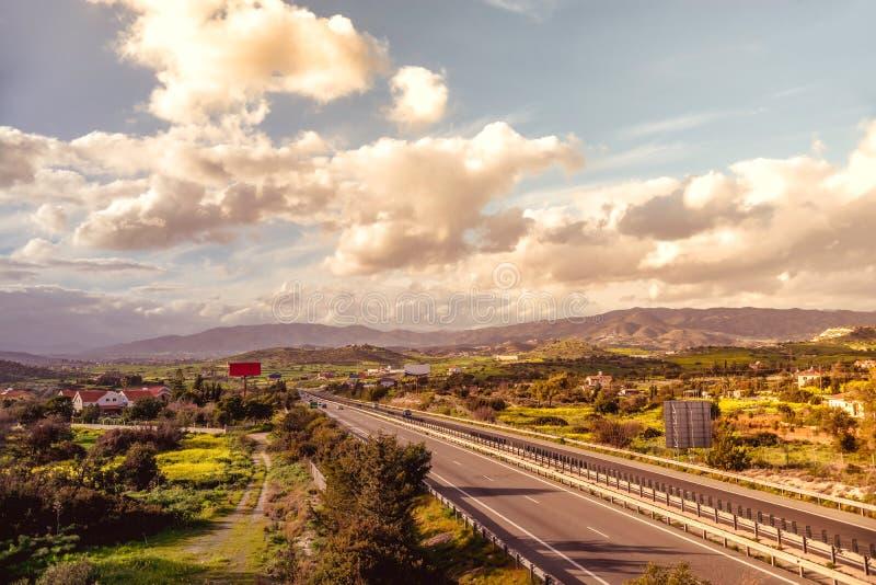 Motorwayen A1, först och längst motorway som byggs i Cypern royaltyfri foto