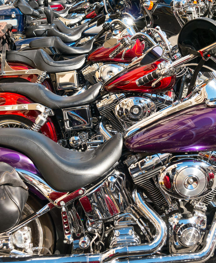 Motos alignées aux vibrations de rue photo libre de droits