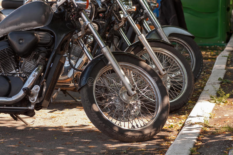 Motos dans une ligne image libre de droits