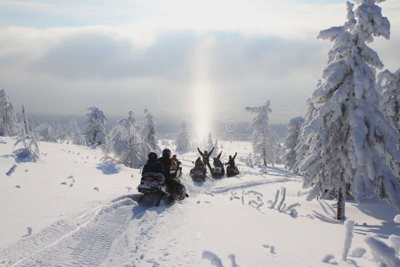 Motos de nieve fotos de archivo