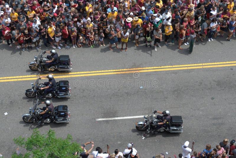 Motos de police menant le défilé photographie stock libre de droits