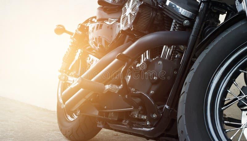 Motos se garant sur la rue photographie stock libre de droits