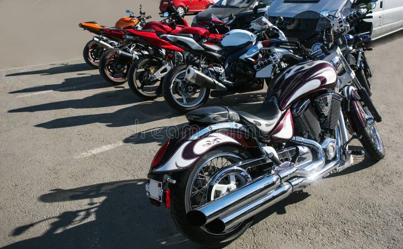 Motos sur le stationnement image stock