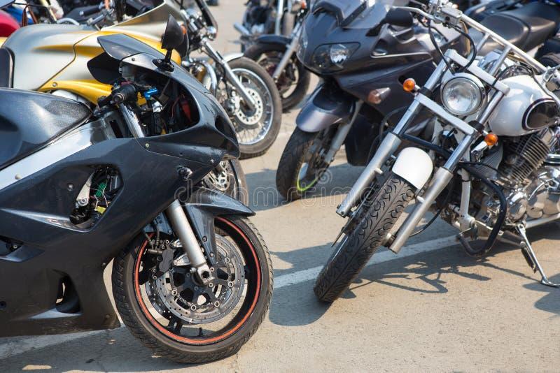 Motos sur le stationnement photos stock