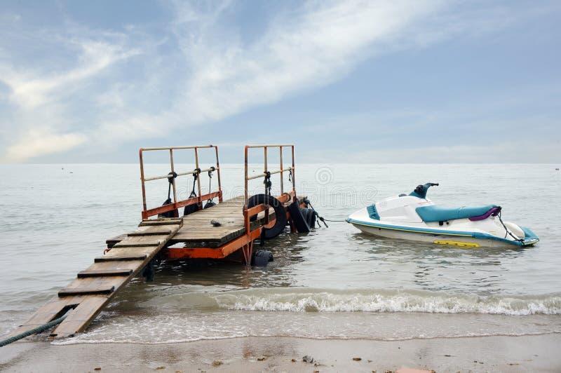 Motoscafo sul mare