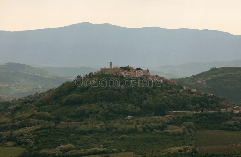 Motovun è un piccolo villaggio in Istria centrale fotografie stock
