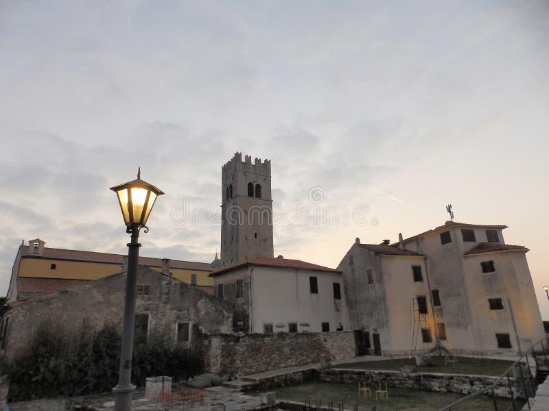 Download Motovun Montona, Vista Das Paredes Do ` S Da Cidade No Por Do Sol Imagem de Stock - Imagem de internacional, lighting: 107529645