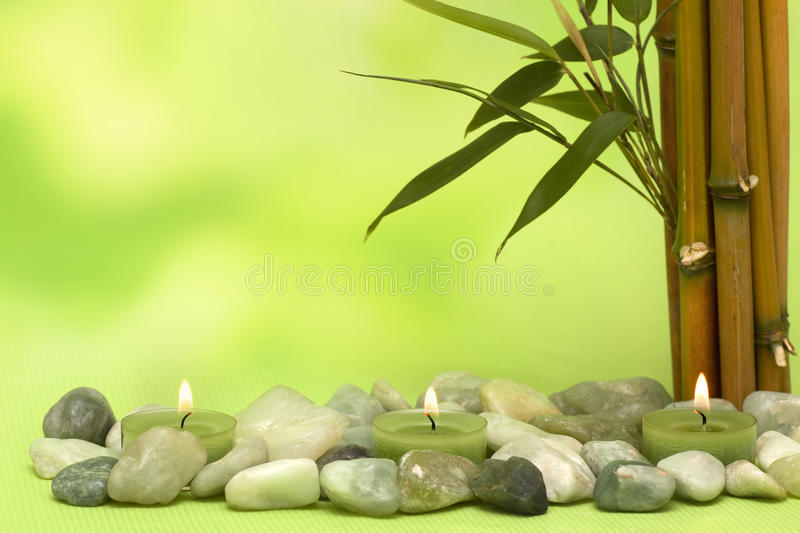 Motriz do Wellness com bambu e velas fotografia de stock royalty free