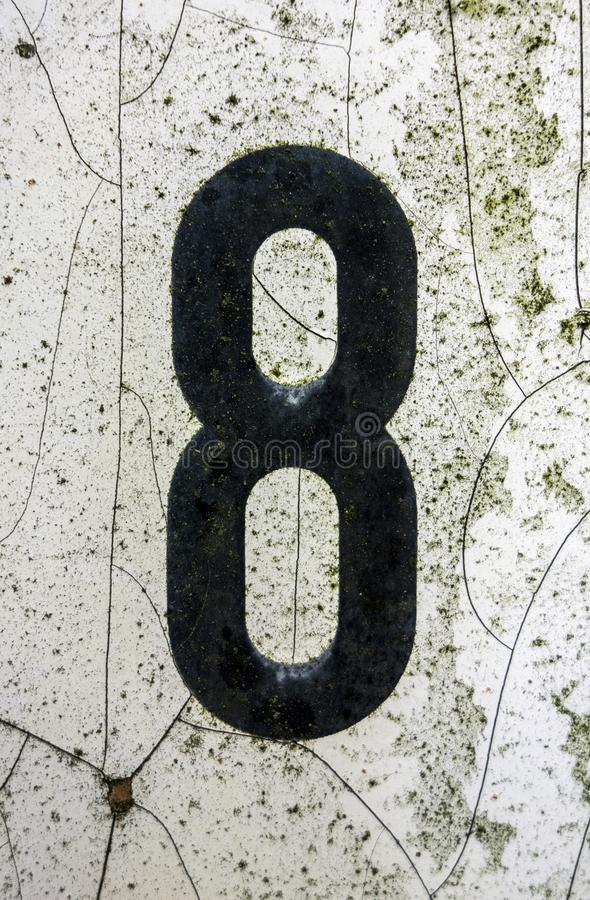 Mots écrits dans l'état affligé numéro trouvé par typographie huit 8 photos stock