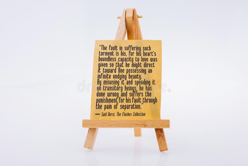 Mots au sujet du vrai amour divin écrit sur le papier à lettres de Brown sur un trépied de peinture images libres de droits