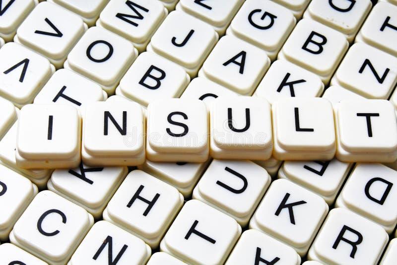 Mots croisé de mot des textes d'insulte La lettre d'alphabet bloque le fond de texture de jeu photo stock