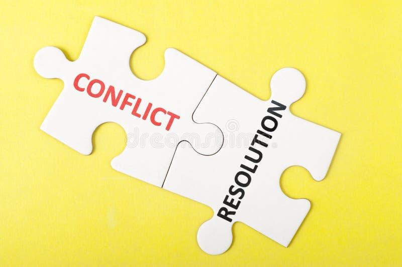 Mots de conflit et de résolution photos stock
