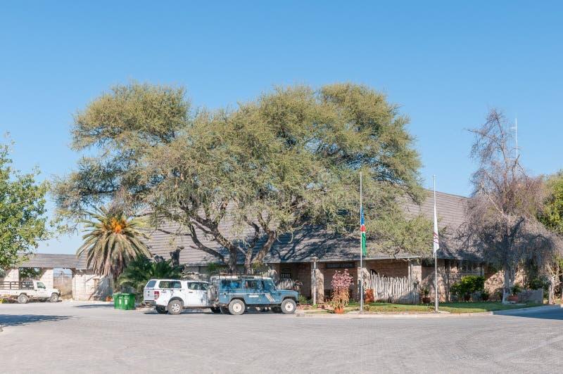 Mottagandekontor i Okaukeujo vilar lägret i den Etosha nationalparken royaltyfri foto