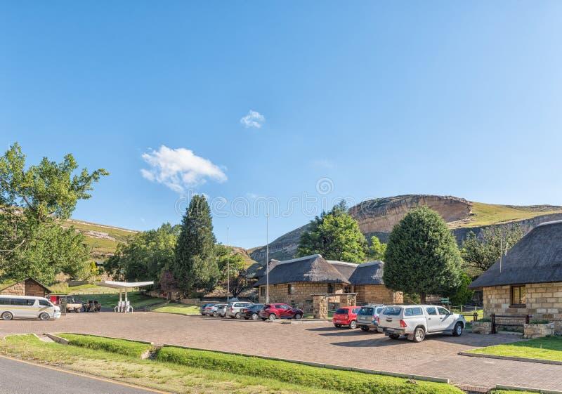 Mottagandekontor, shoppar och bensinstationen på Glen Reenen Camp royaltyfria foton
