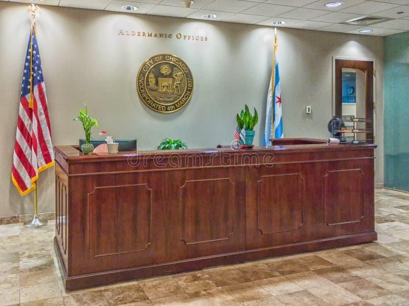 Mottagandeskrivbordet för Chicago Aldermanic kontor i stadshus Kansli royaltyfri fotografi