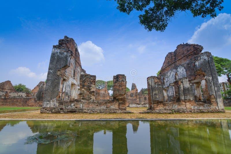 Mottagandet Hall f?r de utl?ndska bes?karna med dammet och reflexion i det nationella museet f?r Phra narai, Lop Buri Thailand royaltyfria foton