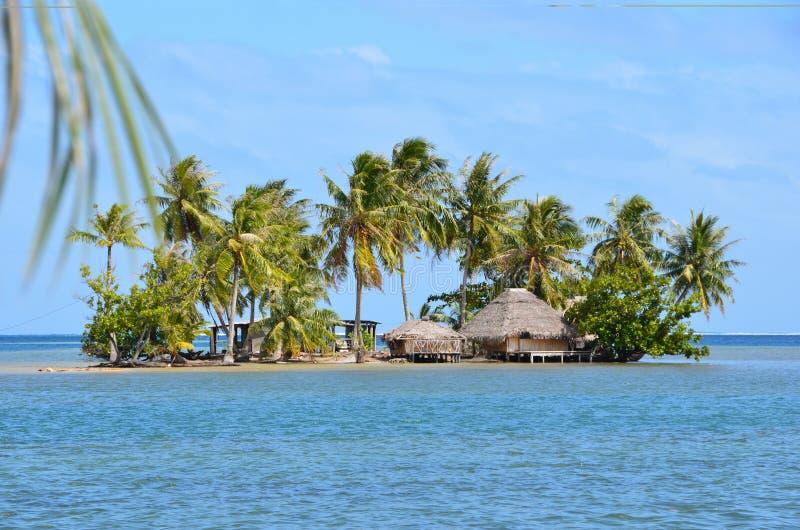 Motu в Французской Полинезии стоковое фото rf