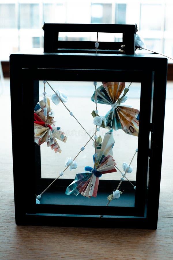 Motyl kształtujący od istnego pieniądze obrazy stock