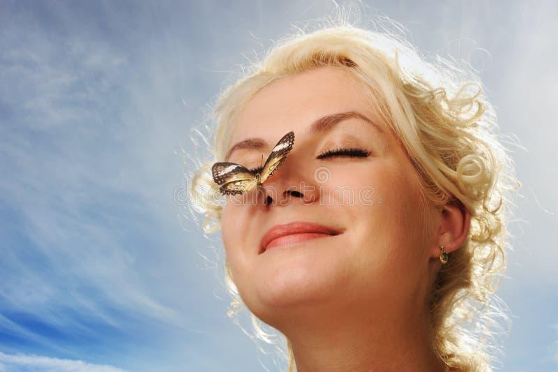 motyliego nosa siedząca kobieta zdjęcia royalty free