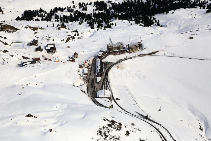 Mou för sportar för Kleine Scheidegg Schweiz schweizisk fjällängvinter skida arkivfoto
