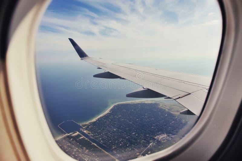 Mouche au-dessus de la terre photo libre de droits