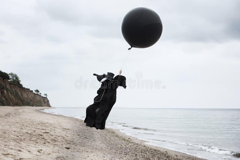 Mouche de docteur de peste dans un ballon à air chaud image libre de droits