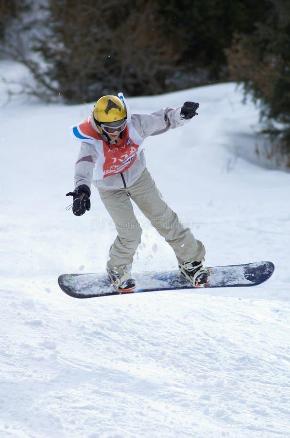 Mouche de fille de Snowboard photos stock