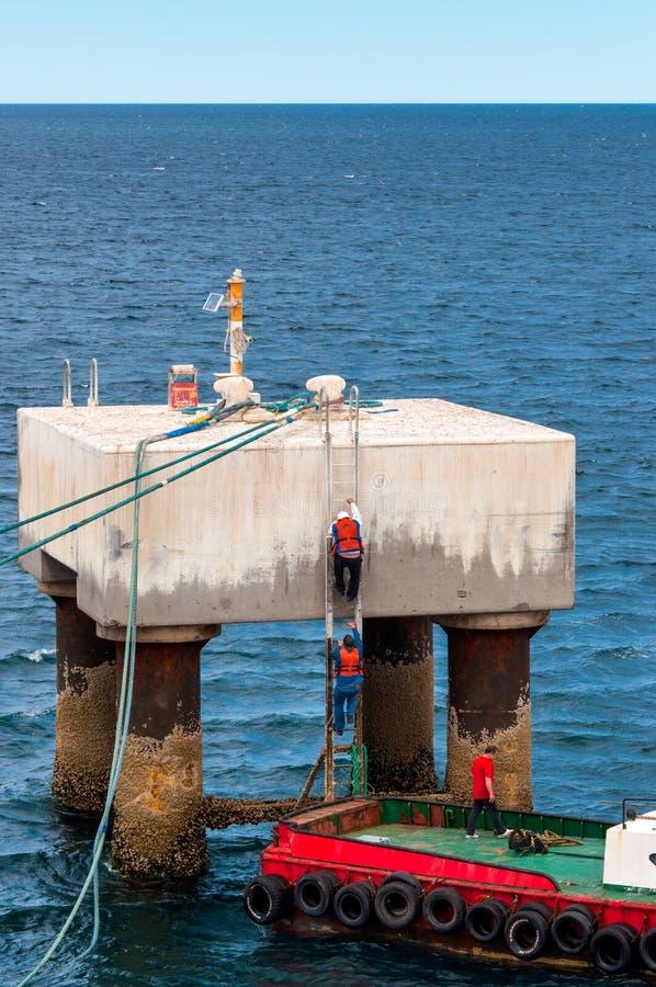 Moule le câble d'amarrage d'un bateau photo libre de droits