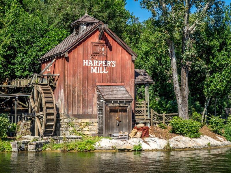 Moulin à eau dans le royaume magique photographie stock