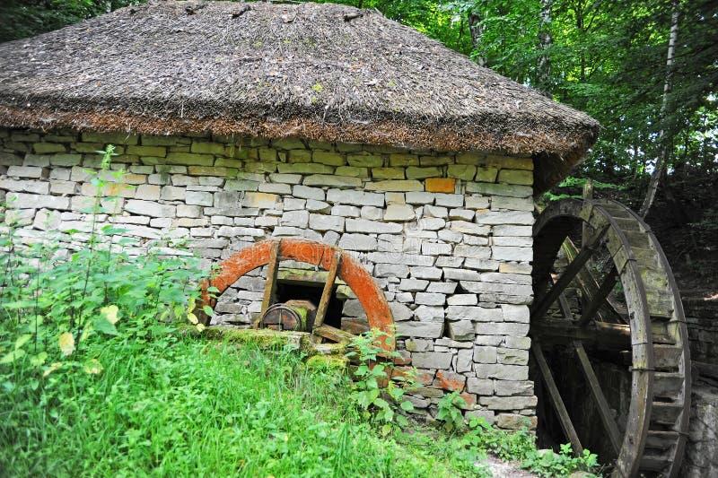 Moulin à eau de cru photos libres de droits