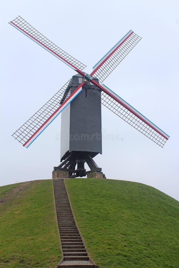 Moulin à vent à Bruges, Belgique photographie stock libre de droits