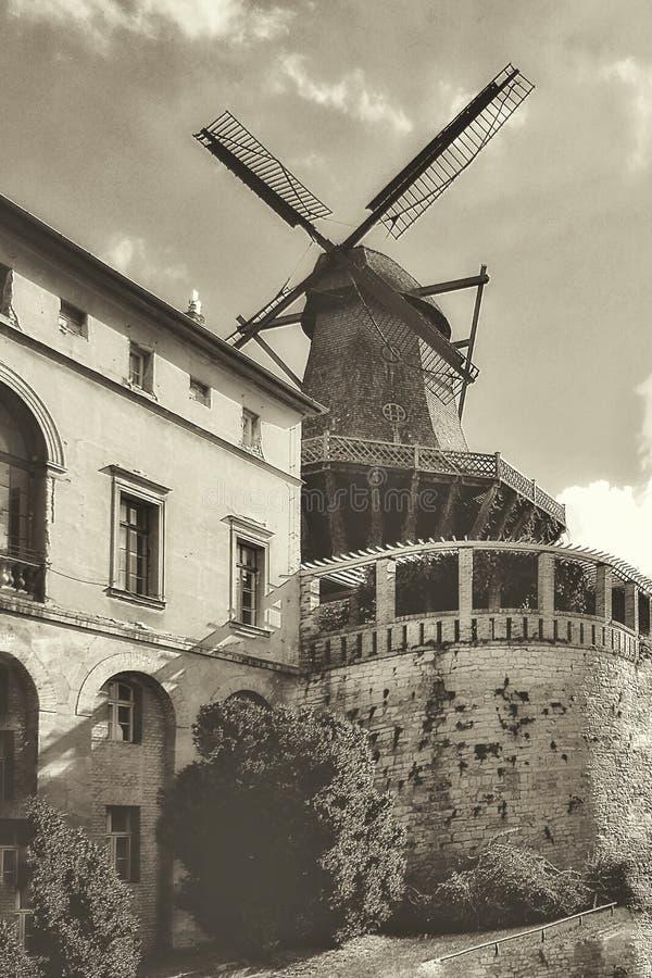 Moulin à vent - architecture historique photos libres de droits