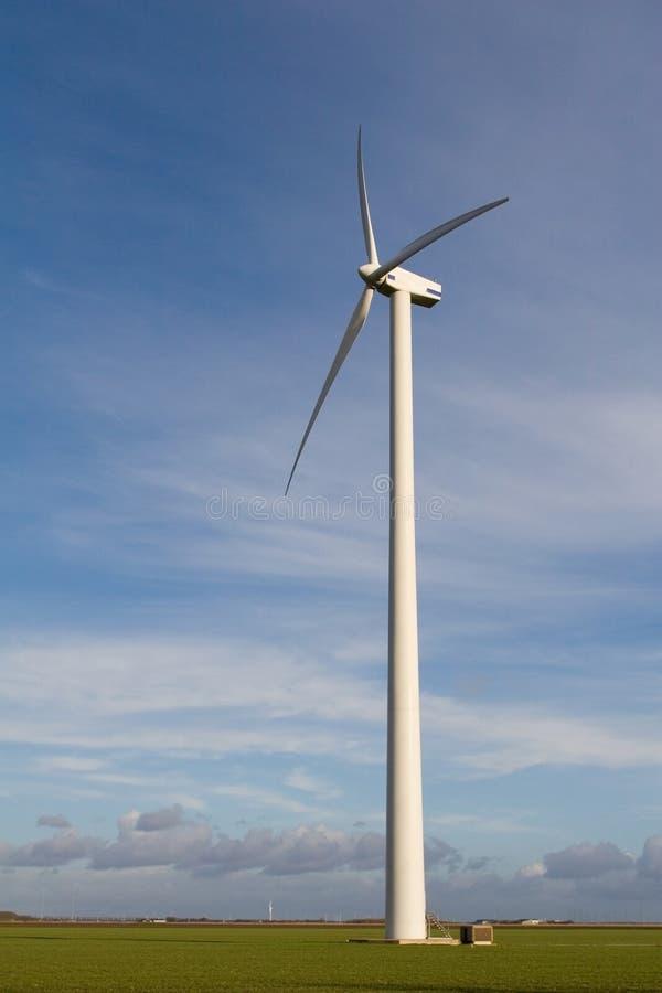 Moulin à vent d'énergie photographie stock libre de droits
